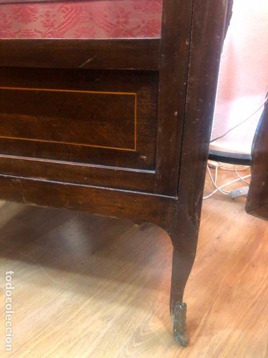 Antigüedades: ANTIGUA VITRINA HORNACINA DE MADERA Y REMATES EN BRONCE - MEDIDA TOTAL 172X70X42 CM - Foto 8 - 196650068