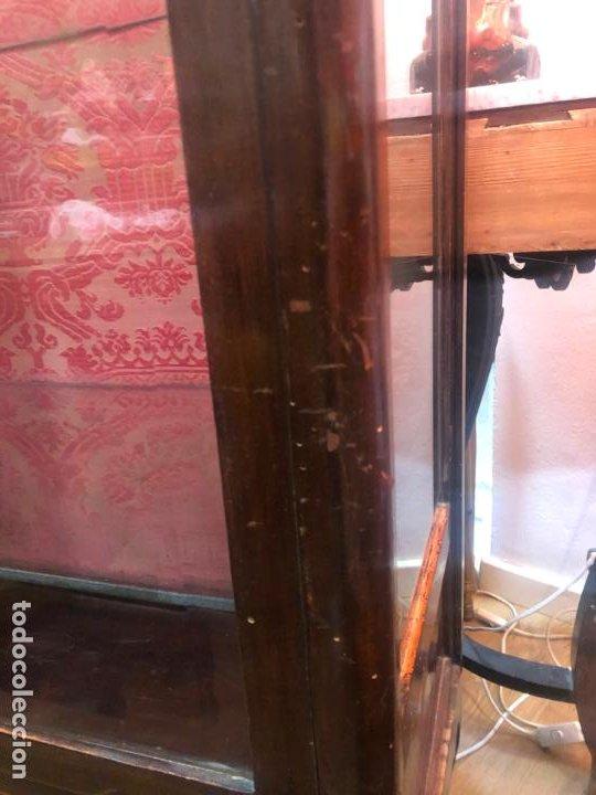 Antigüedades: ANTIGUA VITRINA HORNACINA DE MADERA Y REMATES EN BRONCE - MEDIDA TOTAL 172X70X42 CM - Foto 10 - 196650068