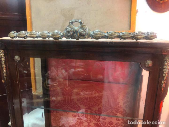 Antigüedades: ANTIGUA VITRINA HORNACINA DE MADERA Y REMATES EN BRONCE - MEDIDA TOTAL 172X70X42 CM - Foto 12 - 196650068