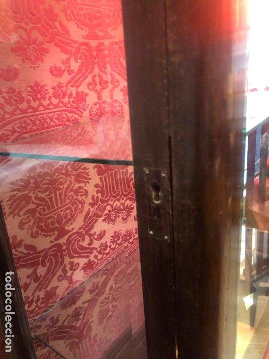Antigüedades: ANTIGUA VITRINA HORNACINA DE MADERA Y REMATES EN BRONCE - MEDIDA TOTAL 172X70X42 CM - Foto 14 - 196650068