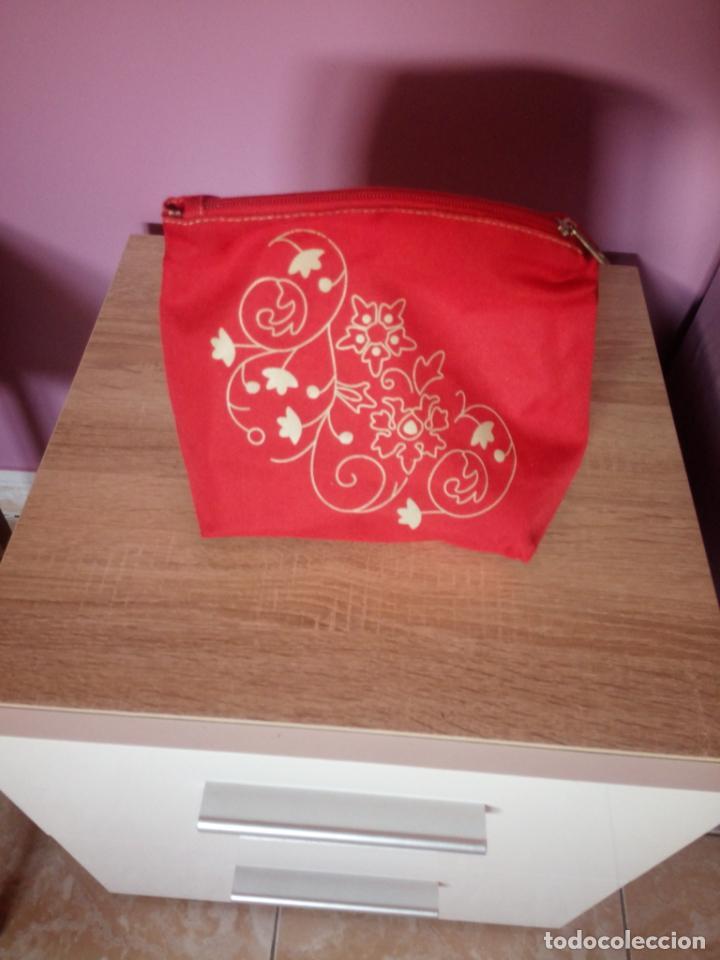 Antigüedades: Bolsa de maquillaje rojo Suiza - Foto 2 - 196669618
