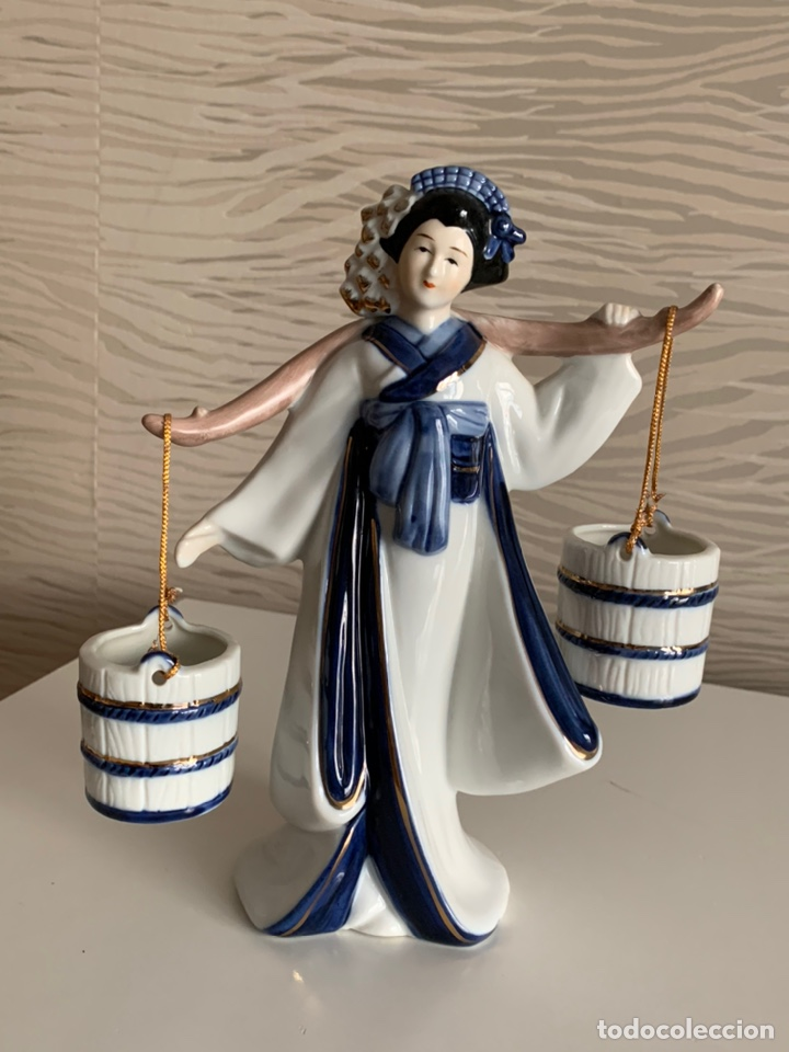 GHEISA PORTEANDO CUBOS. 21 CM. PERFECTA. (Antigüedades - Porcelana y Cerámica - Japón)