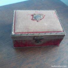 Antigüedades: CAJITA COSTURERA EN TERCIOPELO USADO SIGLO XVIII. Lote 196779511