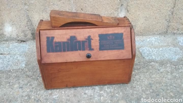 Antigüedades: Caja limpia zapatos antigua. - Foto 2 - 196797347