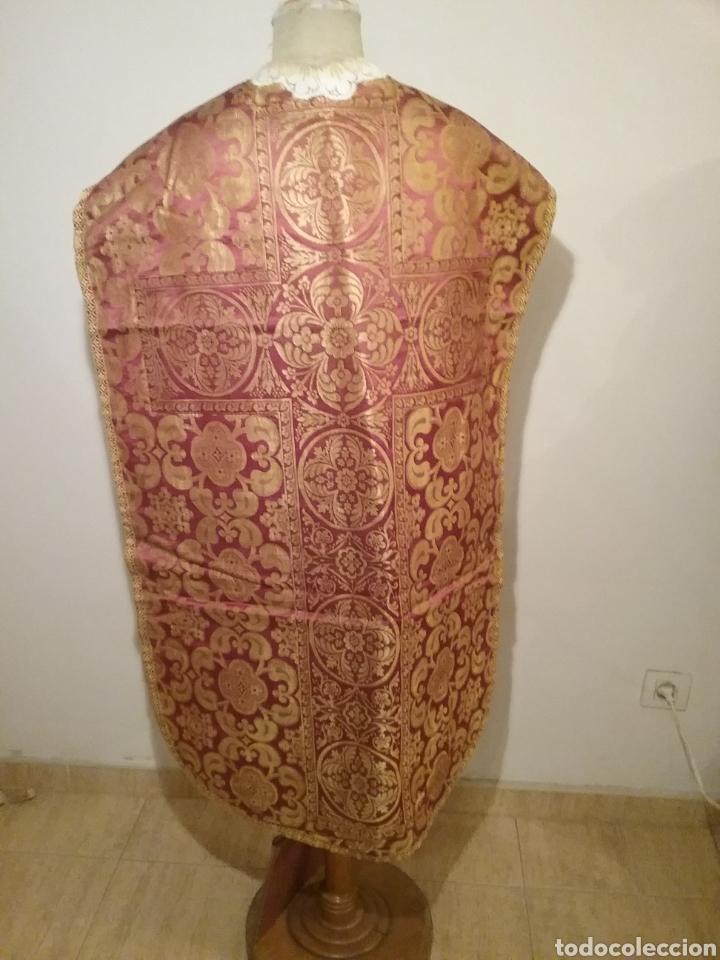 Antigüedades: Antigua casulla de seda adamascada en granate y oro - Foto 5 - 196802175