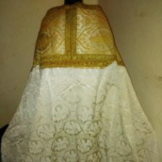 Antigüedades: ESPECTACULAR CAPA PLUVIAL DE SEDA ADAMASCADA. Lote 196818441