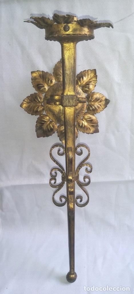 APLIQUE EN HIERRO FORJADO DORADO (Antigüedades - Iluminación - Apliques Antiguos)