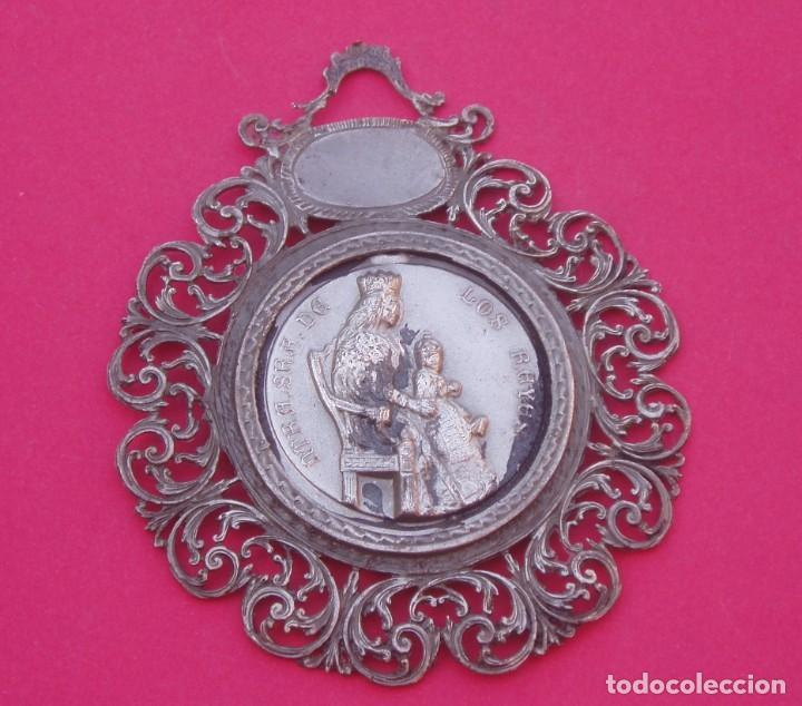 GRAN MEDALLA MEDALLÓN ANTIGUA VIRGEN DE LOS REYES DE SEVILLA. 7,5 CM DE DIÁMETRO. (Antigüedades - Religiosas - Medallas Antiguas)