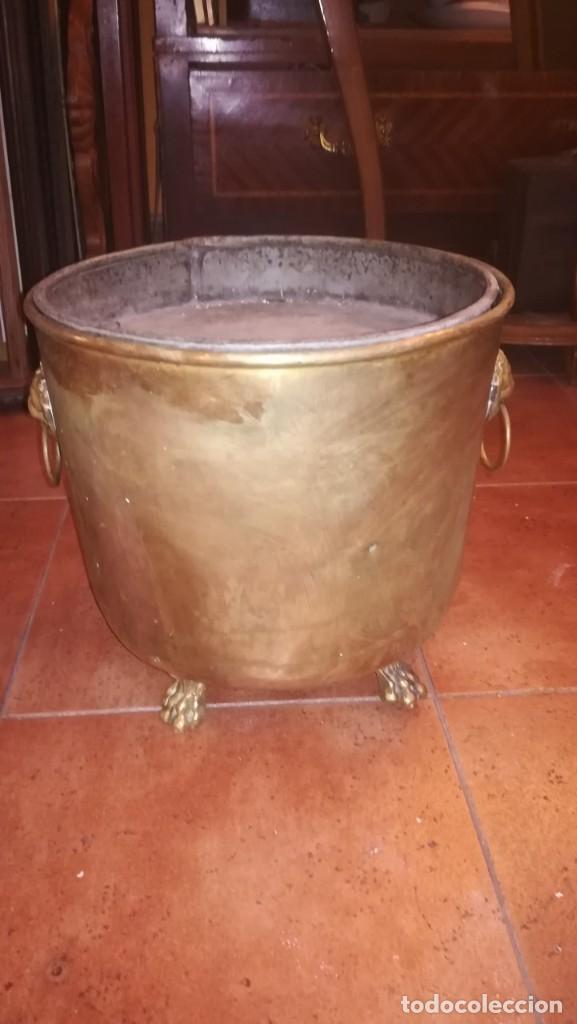Antigüedades: MACETERO DE LATÓN CONVERTIDO EN CENICERO - Foto 2 - 196959867