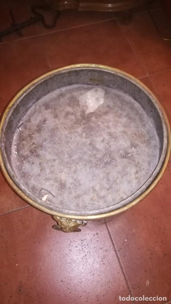 Antigüedades: MACETERO DE LATÓN CONVERTIDO EN CENICERO - Foto 4 - 196959867