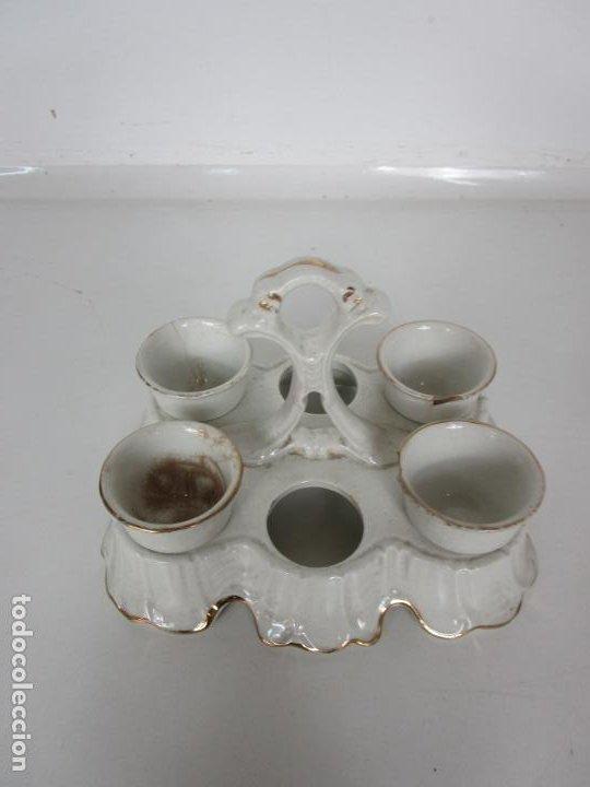 Antigüedades: Centro de Mesa - Huevera Isabelina - Porcelana con Ribetes Doradas - S. XIX - Foto 3 - 196970153