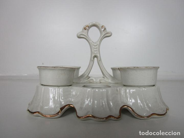 Antigüedades: Centro de Mesa - Huevera Isabelina - Porcelana con Ribetes Doradas - S. XIX - Foto 4 - 196970153
