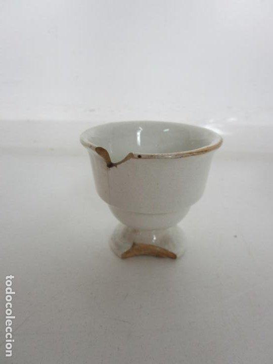 Antigüedades: Centro de Mesa - Huevera Isabelina - Porcelana con Ribetes Doradas - S. XIX - Foto 9 - 196970153