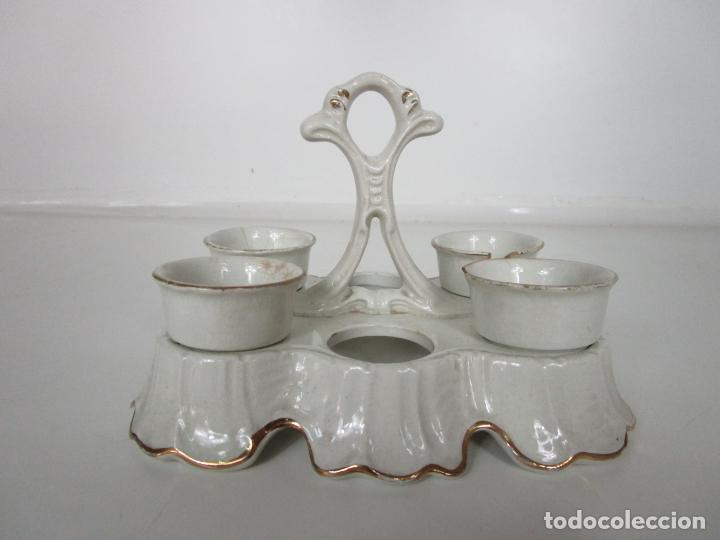 Antigüedades: Centro de Mesa - Huevera Isabelina - Porcelana con Ribetes Doradas - S. XIX - Foto 13 - 196970153