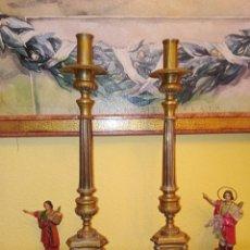 Antigüedades: CANDELABROS DE IGLESIA - UTLIZADOS EN LITURGIA - DE ALTAR - BRONCE DORADO - FINALES SIGLO XIX. Lote 196984902
