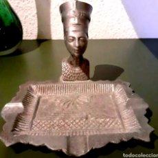 Antigüedades: CENICERO ANTIGUO, ART DECO CON FIGURA, EFIGIE DE NEFERTITI EN BRONCE MACIZO MOTIVOS EGIPCIOS. Lote 197057732