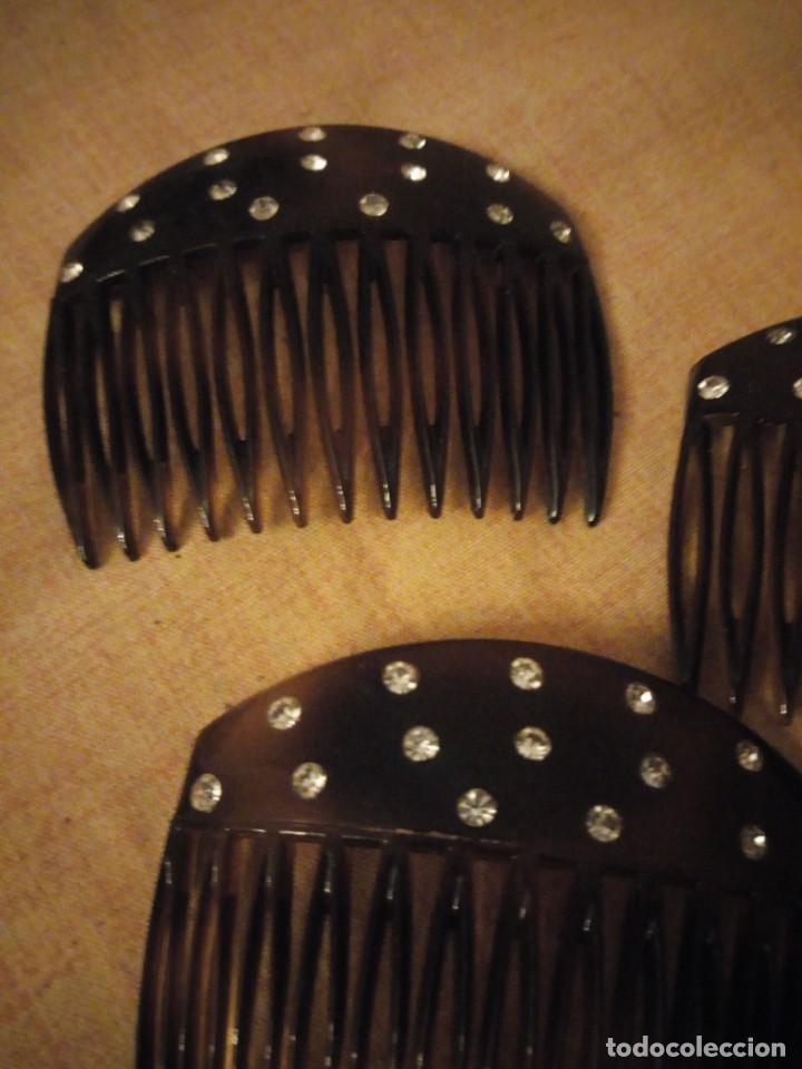 Antigüedades: Lote de 3 antiguas peinetas de baquelita con pedreria - Foto 5 - 197065906