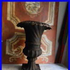 Antigüedades: COPA DE HIERRO SUPERDECORATIVA ALTURA 56 CM TENGO PAREJA. Lote 197066963
