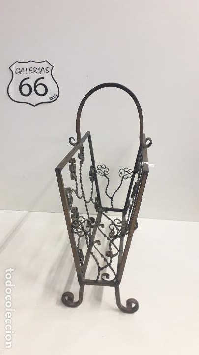 Antigüedades: Antiguo revistero metálico estilo modernista. - Foto 2 - 197090727
