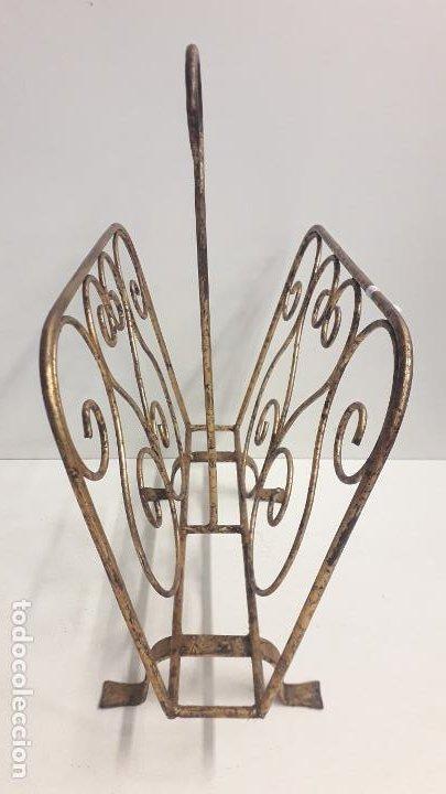 Antigüedades: Antiguo revistero metálico estilo modernista. - Foto 2 - 197090953