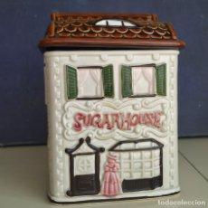 Antigüedades: GRAN CAJA DE PORCELANA JAPONESA. ESMALTADA. CASA. SUGAR HOUSE. 22 CM DE ALTURA. Lote 197097291