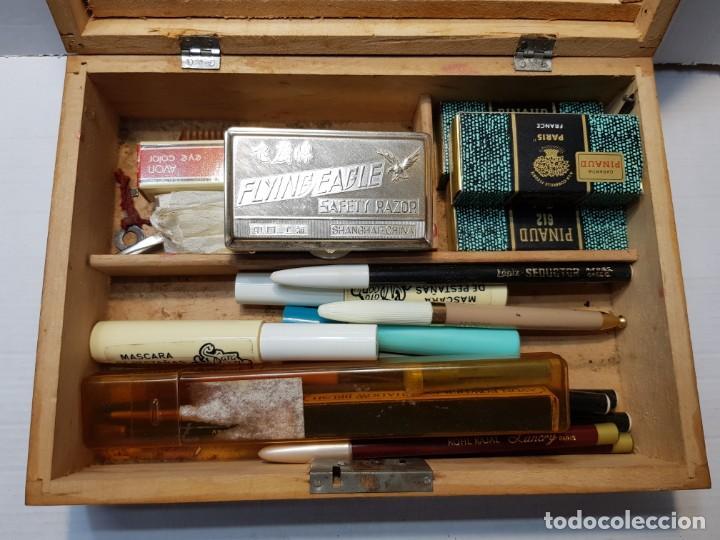 Antigüedades: Caja Neceser de Madera con llave y complementos muy curiosa - Foto 2 - 197104136