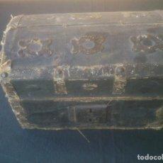 Antigüedades: ANTIGUO PEQUEÑO ARCON O CAJA DE CAUDALES. Lote 197149498