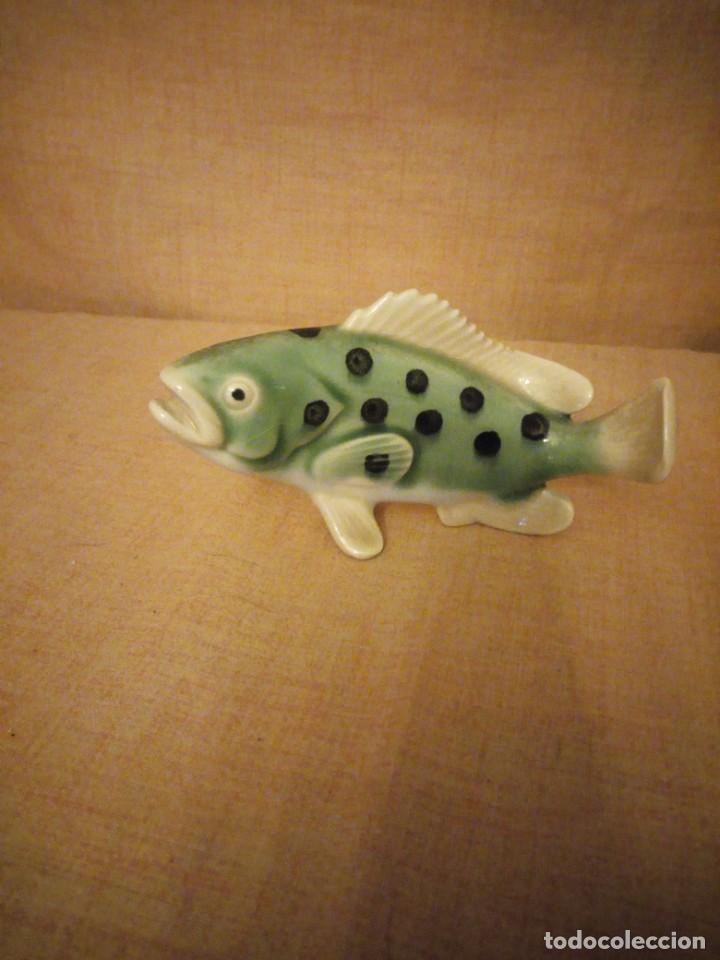 Antigüedades: Antigua figura de porcelana de un pez muy decorativo. - Foto 2 - 197154548