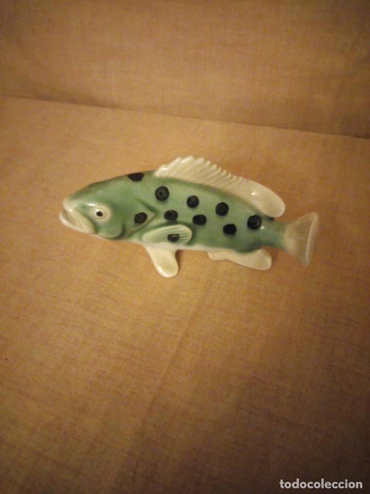 Antigüedades: Antigua figura de porcelana de un pez muy decorativo. - Foto 3 - 197154548