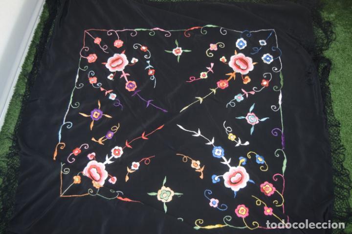 Antigüedades: manton de manila bordado a maquina indumentaria - Foto 3 - 197172961