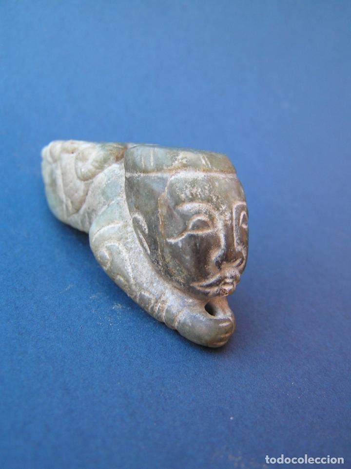 Antigüedades: Amuleto colgante tallado en jadeíta . Sacerdote-dragón. 6,3 cm. - Foto 4 - 197179905