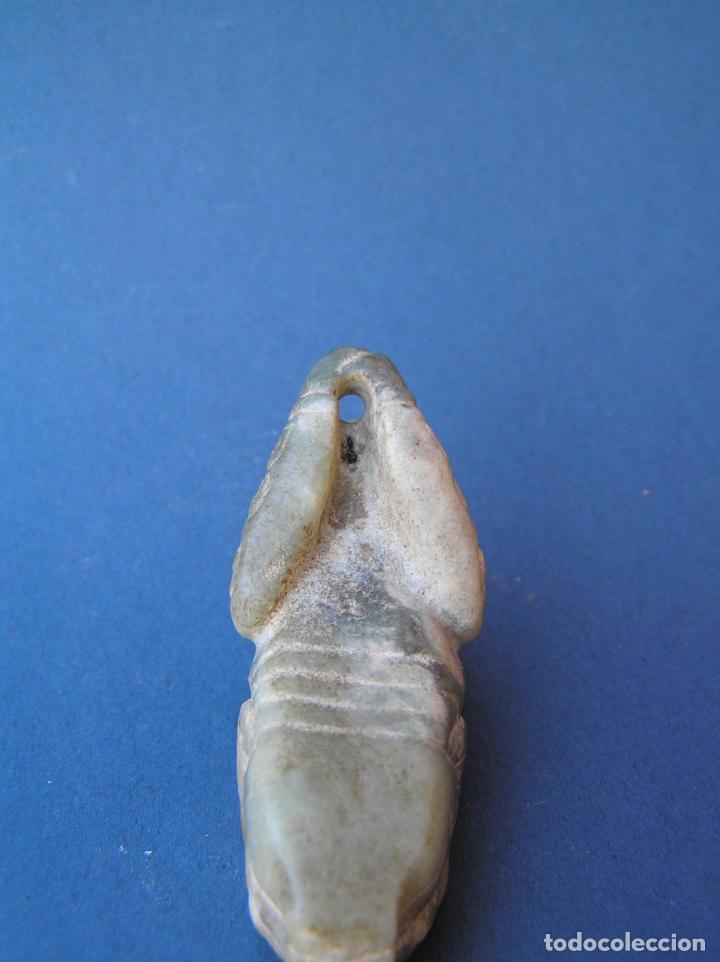 Antigüedades: Amuleto colgante tallado en jadeíta . Sacerdote-dragón. 6,3 cm. - Foto 12 - 197179905