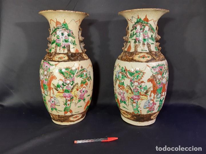 Antigüedades: Pareja jarrones porcelana. Firmados. China. Siglo XIX-XX. - Foto 48 - 197216660