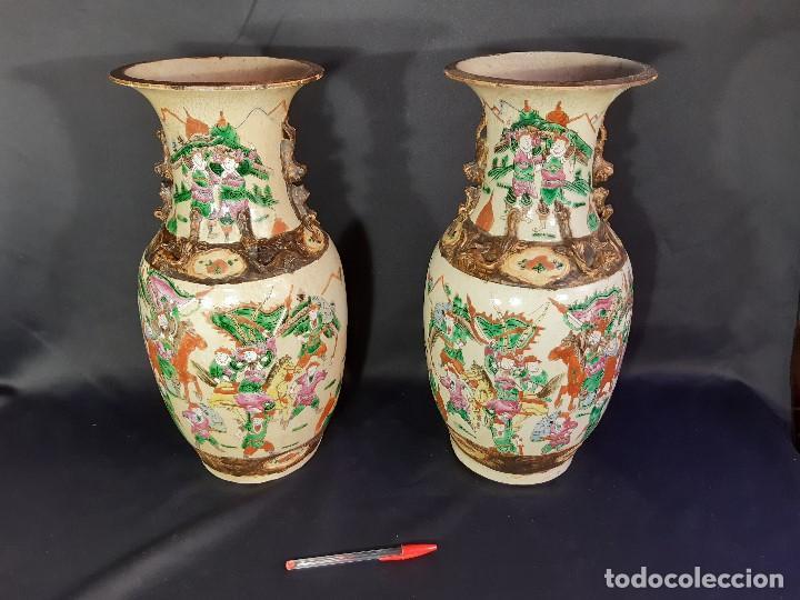 Antigüedades: Pareja jarrones porcelana. Firmados. China. Siglo XIX-XX. - Foto 2 - 197216660