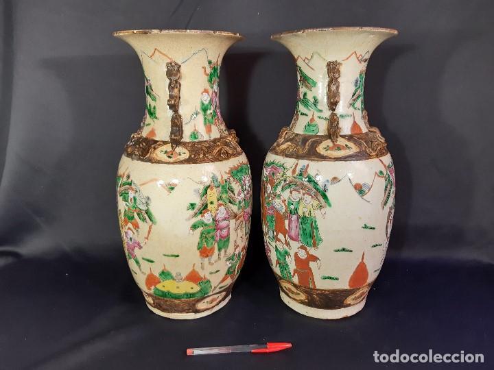 Antigüedades: Pareja jarrones porcelana. Firmados. China. Siglo XIX-XX. - Foto 3 - 197216660