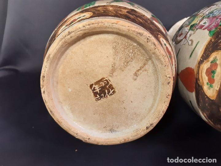 Antigüedades: Pareja jarrones porcelana. Firmados. China. Siglo XIX-XX. - Foto 11 - 197216660
