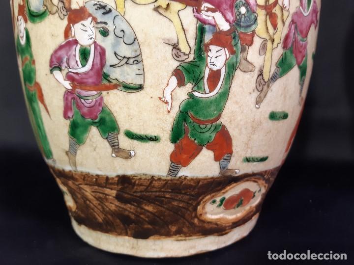 Antigüedades: Pareja jarrones porcelana. Firmados. China. Siglo XIX-XX. - Foto 13 - 197216660