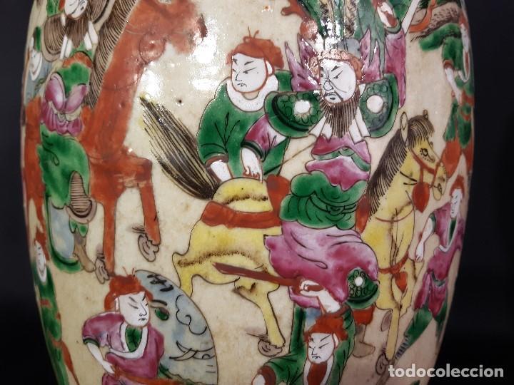 Antigüedades: Pareja jarrones porcelana. Firmados. China. Siglo XIX-XX. - Foto 14 - 197216660