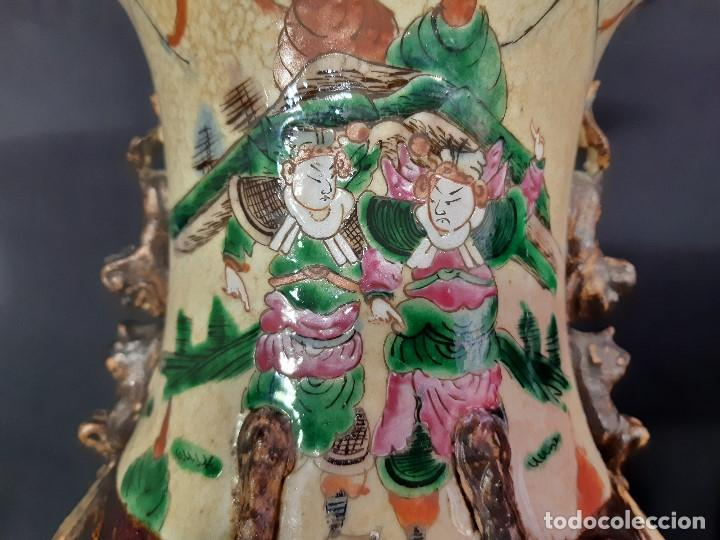 Antigüedades: Pareja jarrones porcelana. Firmados. China. Siglo XIX-XX. - Foto 16 - 197216660