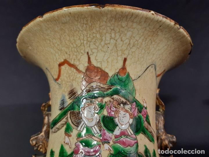 Antigüedades: Pareja jarrones porcelana. Firmados. China. Siglo XIX-XX. - Foto 17 - 197216660