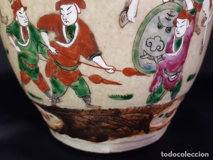 Antigüedades: Pareja jarrones porcelana. Firmados. China. Siglo XIX-XX. - Foto 26 - 197216660