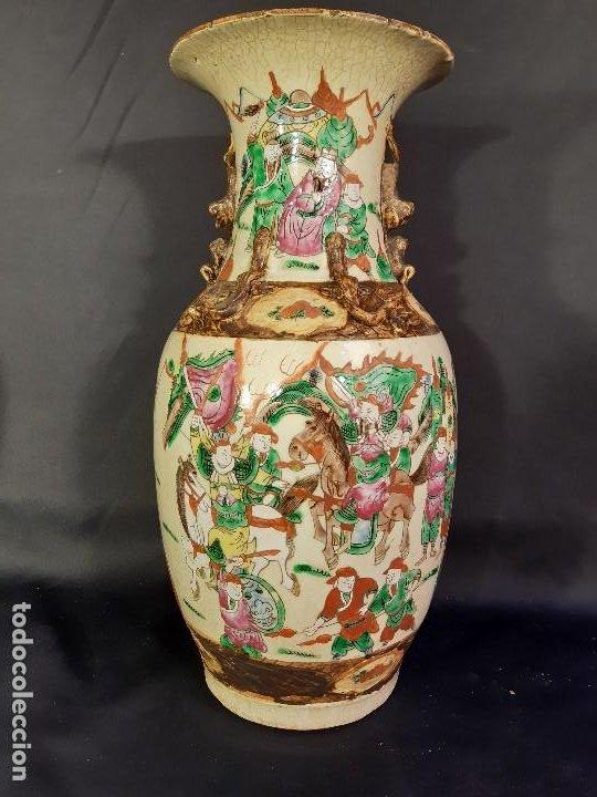 Antigüedades: Pareja jarrones porcelana. Firmados. China. Siglo XIX-XX. - Foto 28 - 197216660