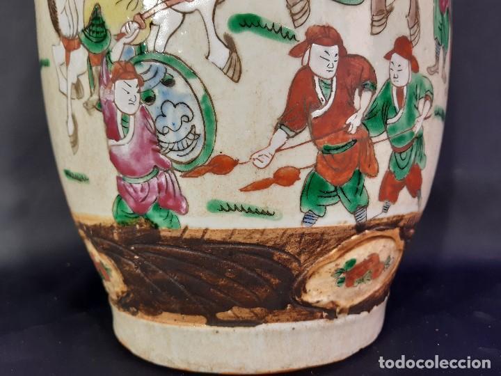 Antigüedades: Pareja jarrones porcelana. Firmados. China. Siglo XIX-XX. - Foto 29 - 197216660