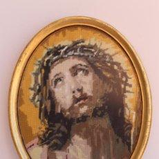 Antigüedades: TAPIZ DE LA VERONICA EN PUNTO DE CRUZ ENMARCADO. Lote 197228201