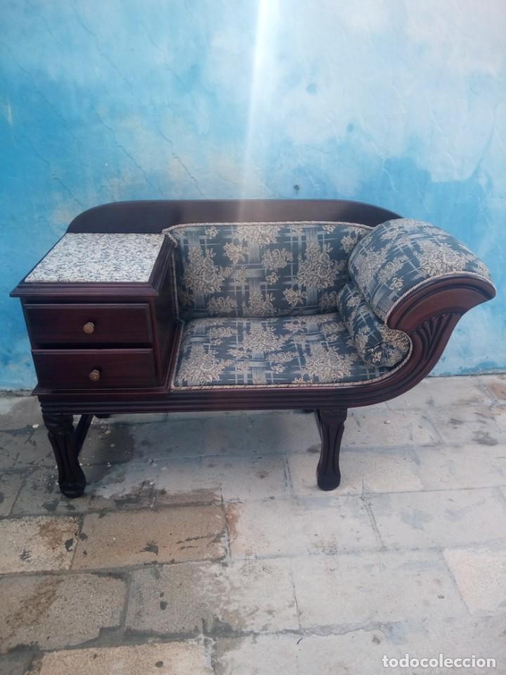 Antigüedades: Antiguo sofá con mesa para teléfono con 2 cajones,estilo isabelino,madera maciza. sirca 1910 - Foto 2 - 197242258