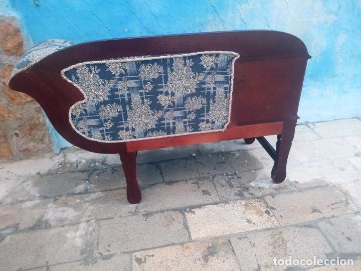 Antigüedades: Antiguo sofá con mesa para teléfono con 2 cajones,estilo isabelino,madera maciza. sirca 1910 - Foto 9 - 197242258