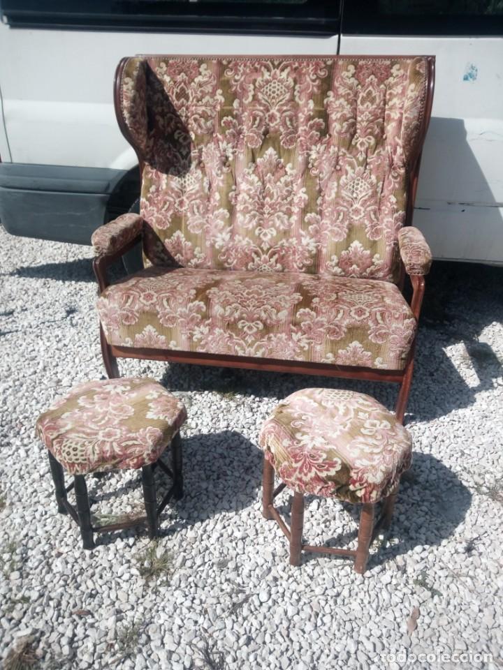 Antigüedades: Antiguo sofá de respaldo alto con 2 banquetas reposa pies a juego,estilo victoriano,siglo xix - Foto 2 - 197242585