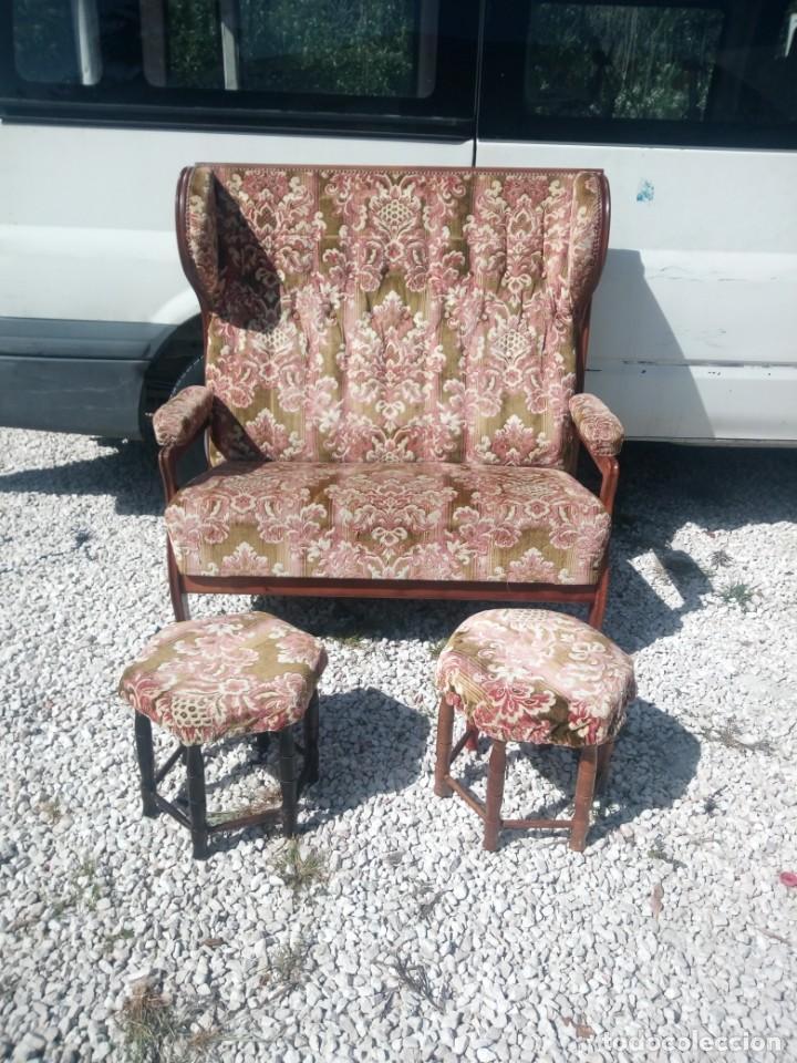 Antigüedades: Antiguo sofá de respaldo alto con 2 banquetas reposa pies a juego,estilo victoriano,siglo xix - Foto 3 - 197242585