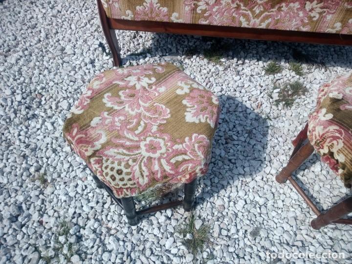 Antigüedades: Antiguo sofá de respaldo alto con 2 banquetas reposa pies a juego,estilo victoriano,siglo xix - Foto 5 - 197242585