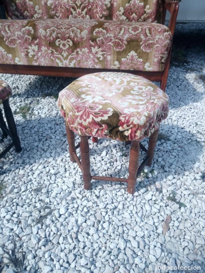 Antigüedades: Antiguo sofá de respaldo alto con 2 banquetas reposa pies a juego,estilo victoriano,siglo xix - Foto 7 - 197242585